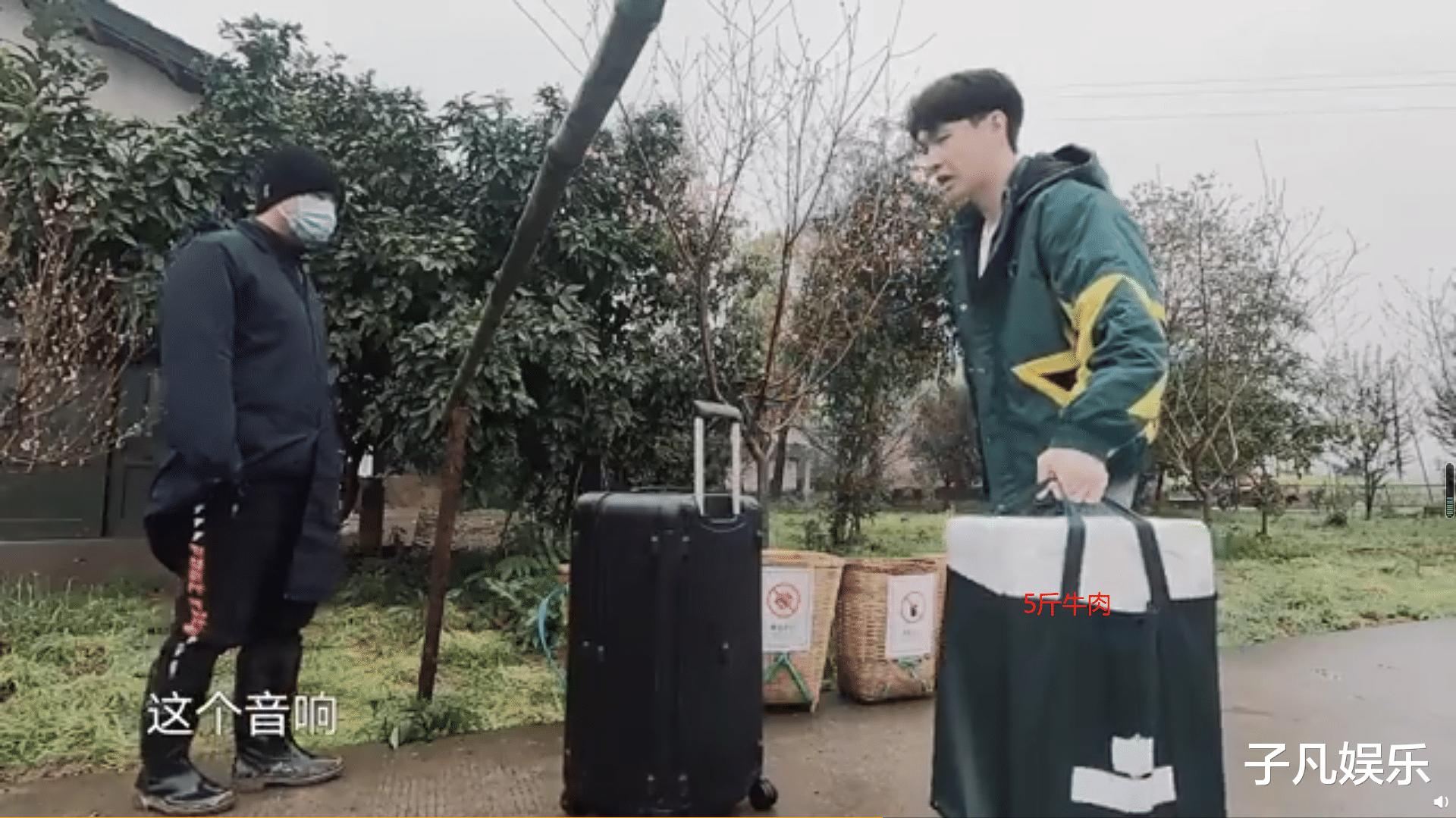 《向往的生活》开播,张艺兴套路导演组,带五斤牛肉蒙混过关