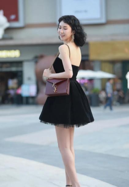 黑裙子如何穿出高级感?这些美女都做到了!