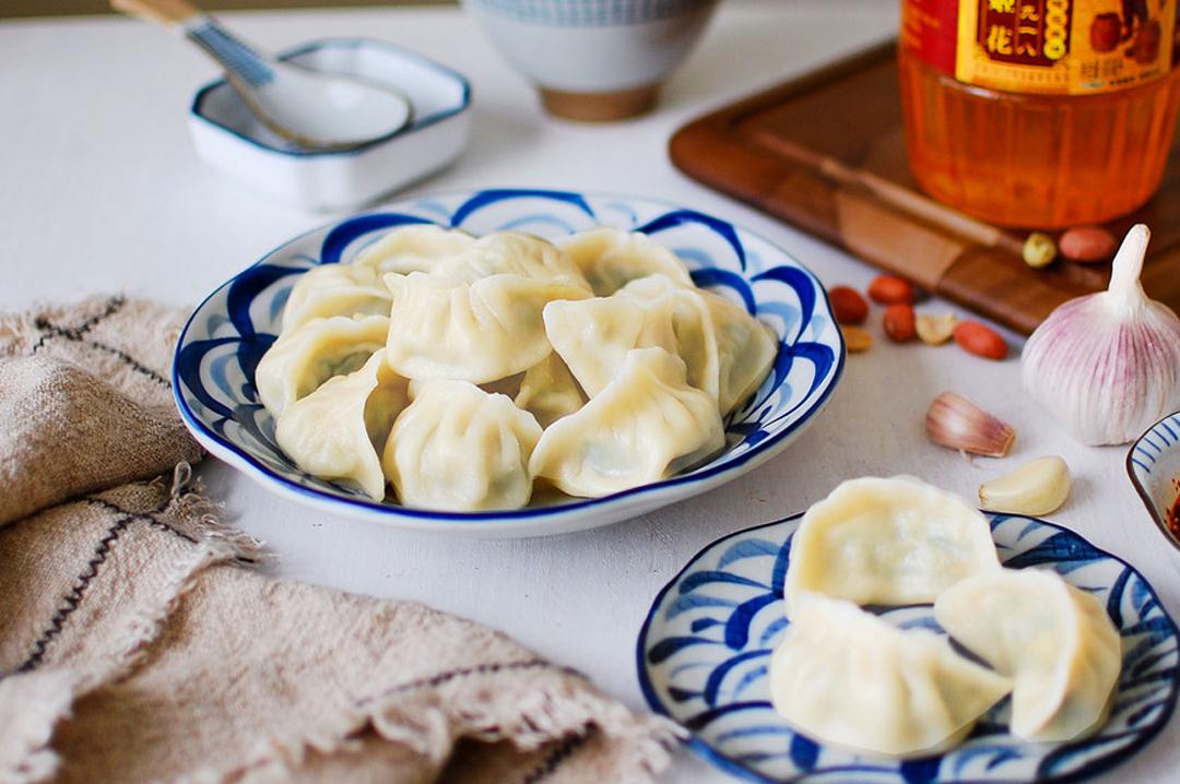 春天这菜要勤吃,健脾润肠,美肤明目,用它包饺子再合适不过!