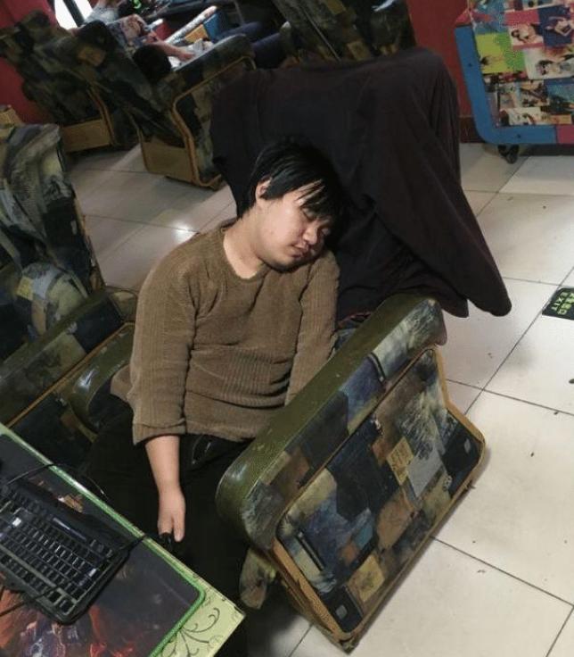 DNF:在网吧玩一年地下城是什么体验!肝帝靠搬砖就养活了自己