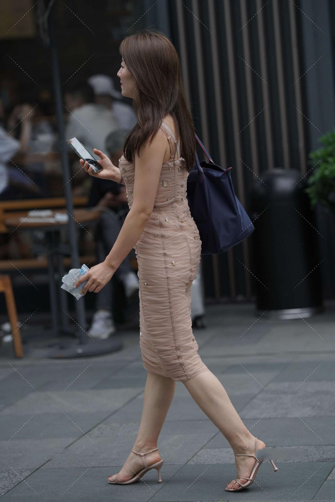 大方优雅的修身裙子,亮片装饰更显质感,时尚又精致