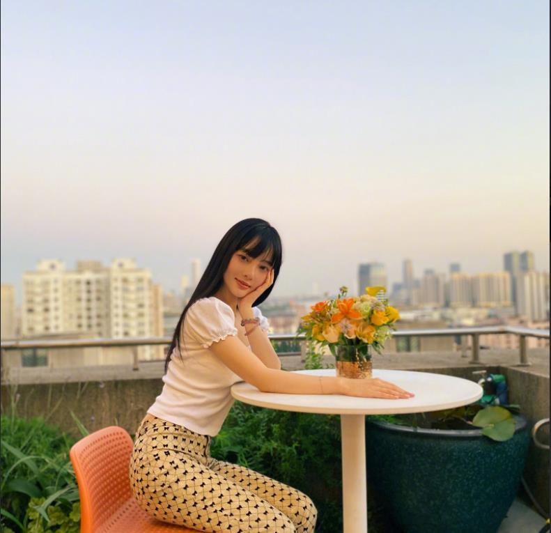 李小璐和张伟欣,就如许写好了她们的终局,不晓得她们能否悔恨?