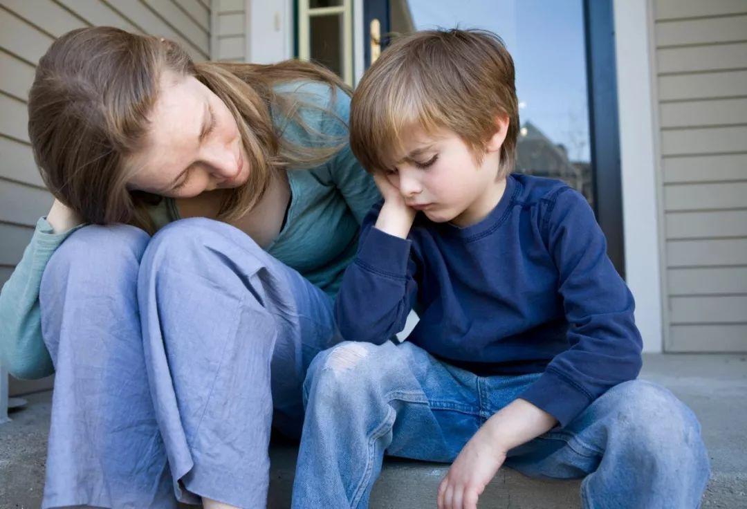 """那些把孩子""""拴""""在身旁的怙恃,暮年逃不外三种终局,不值得怜悯"""