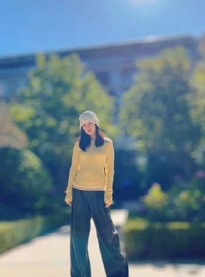 难怪能迷到杜淳,王灿裹头巾一身韩系装扮街拍,衣品不输圈内明星