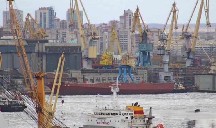 开战信号很强烈!卫星拍到大批新舰下饺子,白宫质问:到底想怎样