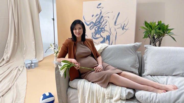 女排名将惠若琪晒巨肚美照,身穿连衣裙温柔似水,已进入待产期
