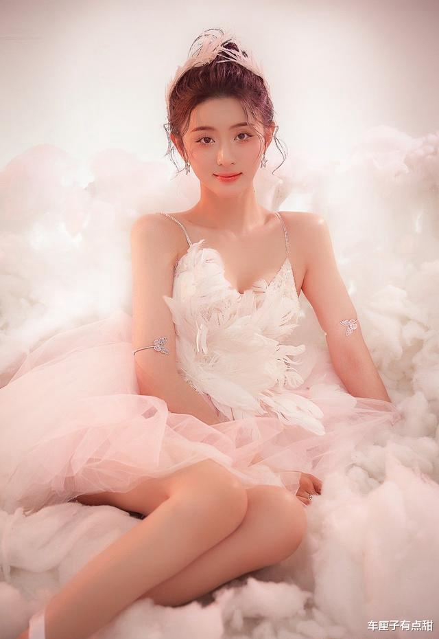 粉嫩少女,像是在棉花糖里销售欢愉,连空气都是甜的