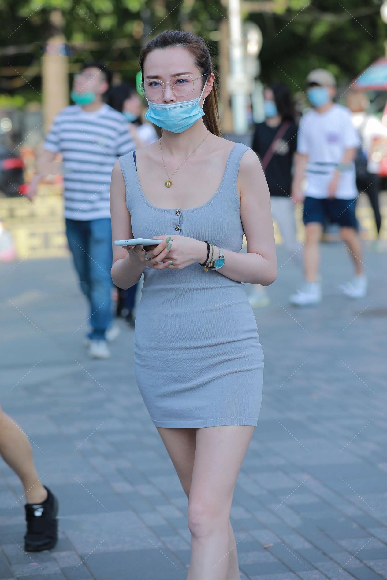 清新自然的修身裙,简单的风格,谁又能说一句不爱呢?