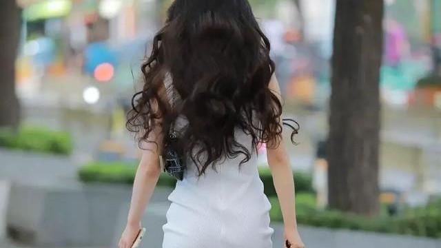 女神连衣裙穿搭,搭配好上装和鞋子,尽显雅致