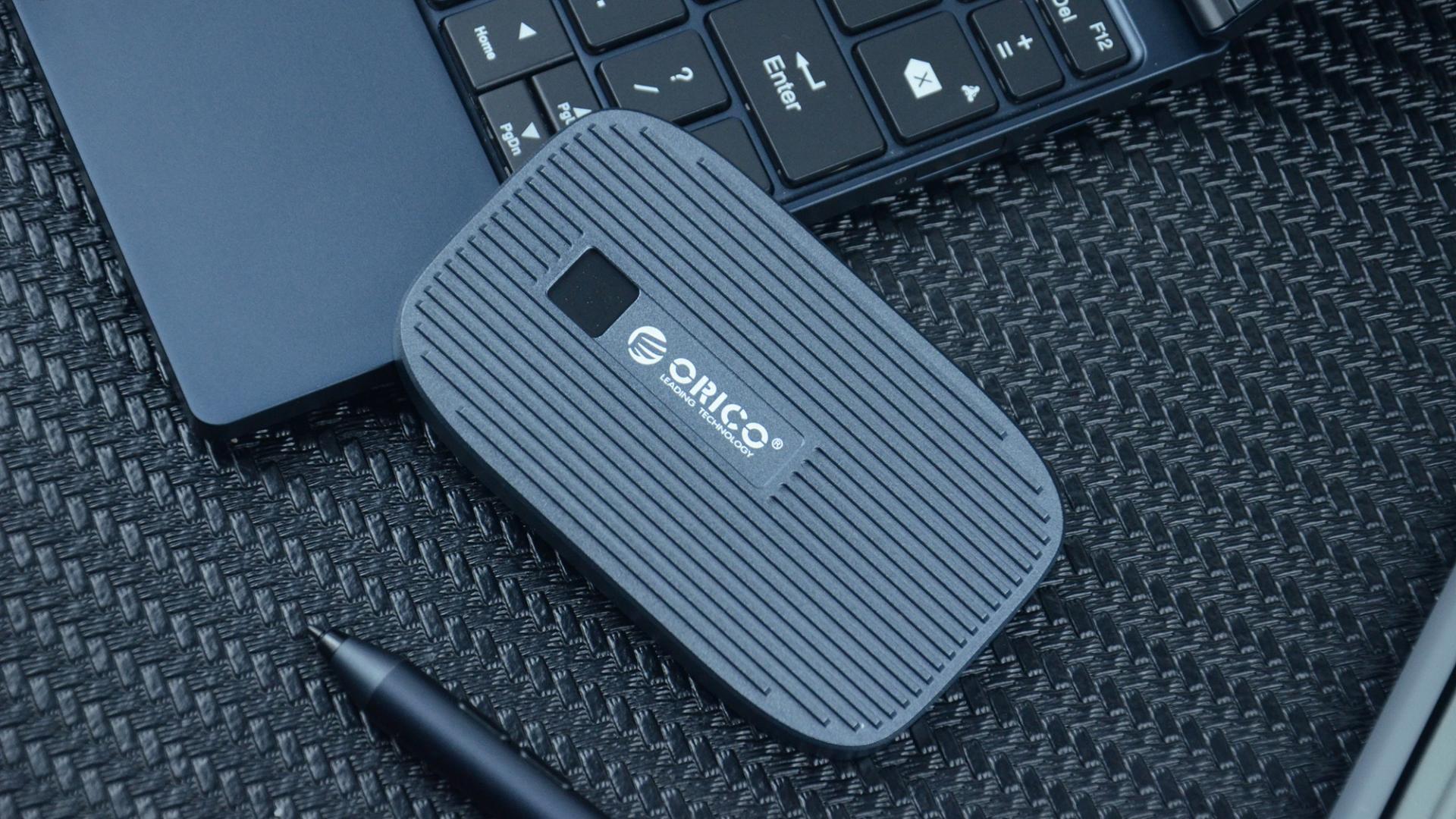 """拥有""""指纹加密""""设计的国产移动固态硬盘:Orico FEN300评测体验"""