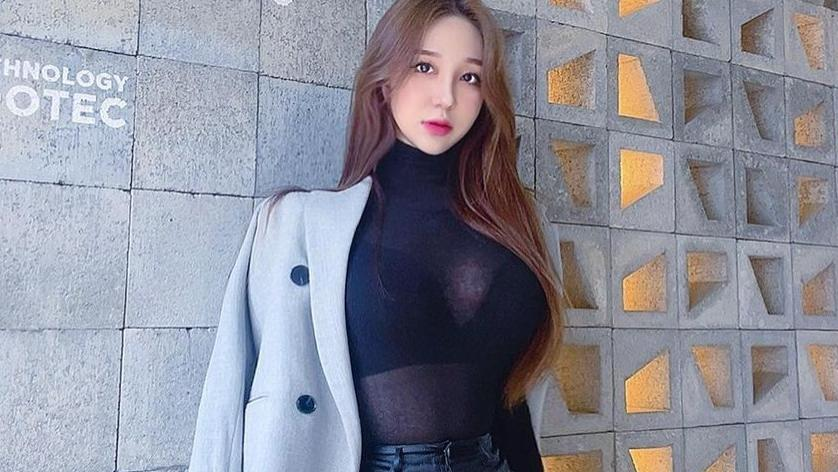 韩国熟女系网红美女,黑丝搭配半透紧身衣身材超火辣
