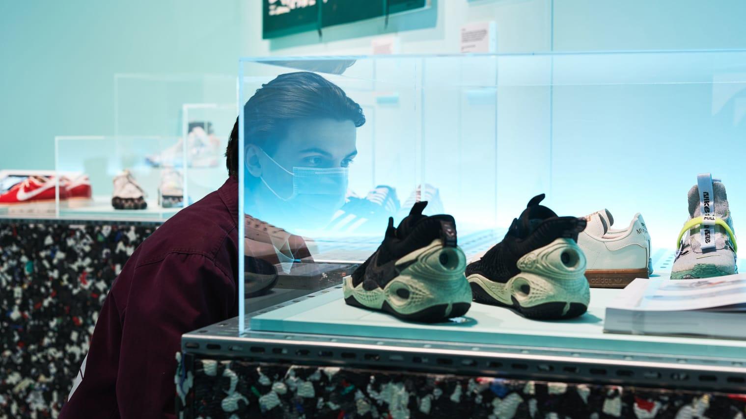 1165万元!当一双运动鞋卖到天价后,你知道炒鞋背后的故事吗?