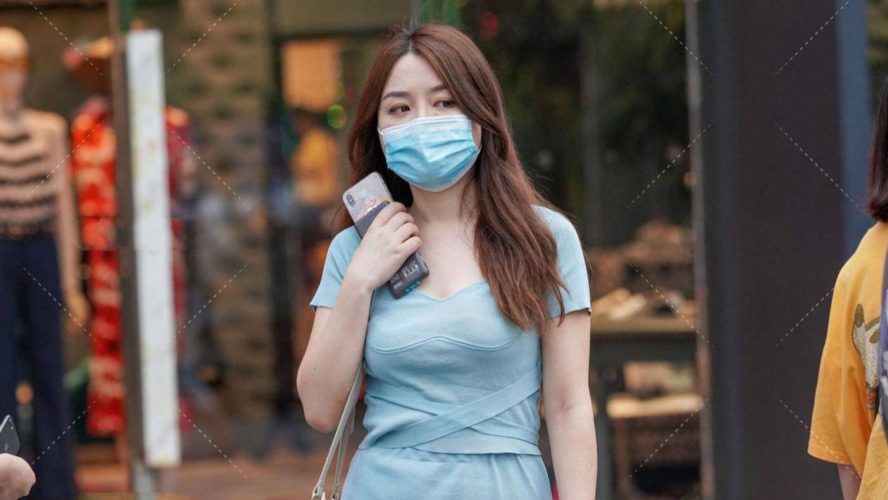 浅蓝色针织两件套很优雅,不仅显肤白,更凸显温柔气质