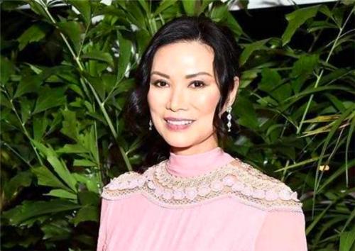 广东女孩经由过程两次婚姻,跻身环球十大超等富豪太太榜首,名字耳熟