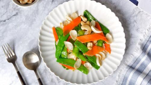 清淡香脆的荷兰豆炒百合,是夏季必备食谱之一,制作简单还美味