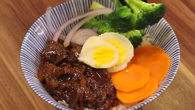 超好吃的黑椒牛肉饭,色香味俱全,做法简单,一瞧便会