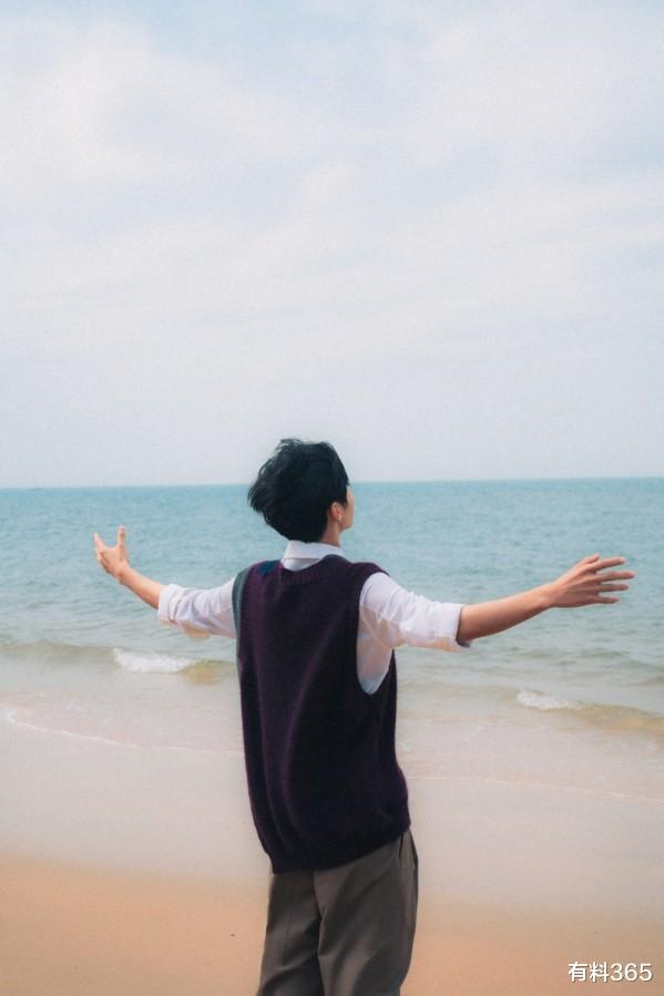 王俊凯有女朋友啦?深情凝望互拍照片,这男友视角也太好磕了吧