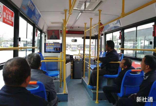 令人發指!吉林一老人公交上隨地大小便,司機打掃衛生時當場崩潰