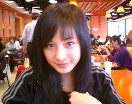 34岁杨幂官方照VS网友现场实拍图惹热议!网友:这是她的真实状态吗?