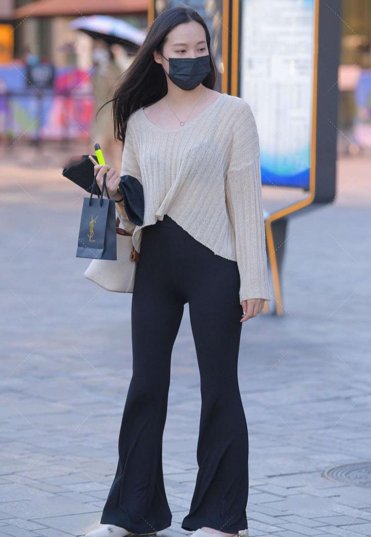 黑色喇叭裤,可盐可甜,多种风格自由切换