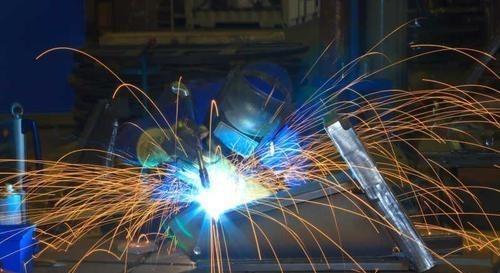 中国又火了,焊工技术取得突破,德国教授前来学习