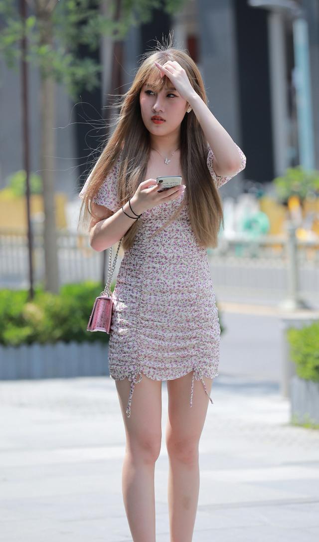 脚踝粗的女生穿裙子,搭配这款凉鞋,修饰脚踝让双腿又细又长