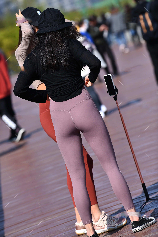 浅紫色九分裤休闲又舒适,穿上效果很显瘦,款式百搭好看