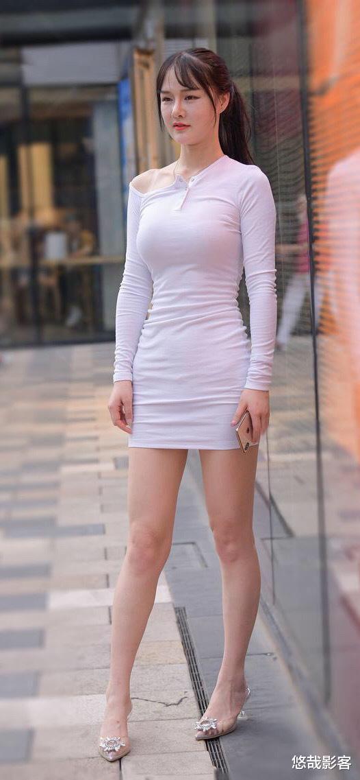 """""""包臀裙""""搭配水晶高跟鞋,时髦显瘦又很高级,把模特都比下去了"""