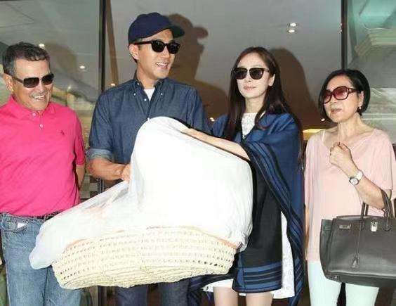 当年杨幂奉子成婚嫁给刘恺威,结婚4年后离婚,如今女儿怎样了?