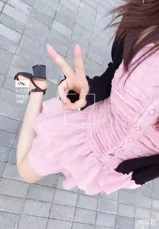 游戏女主播露腿秀身材,粉丝调侃:还是乖乖当电竞赵露思吧