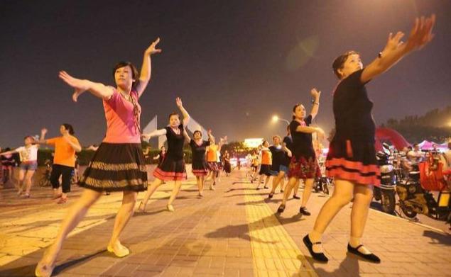 55岁女人倾诉:退休后跳了两年广场舞,损失了钱还差点丢了房
