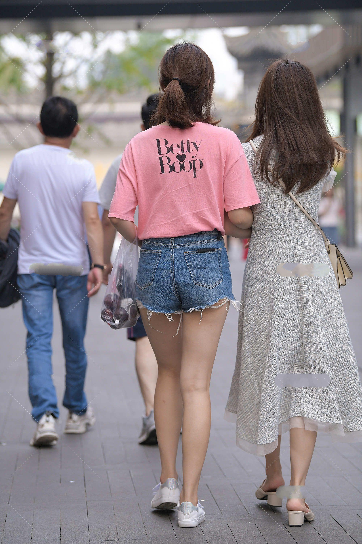 想要自己变年轻?试下可以粉色穿搭,清新又减龄