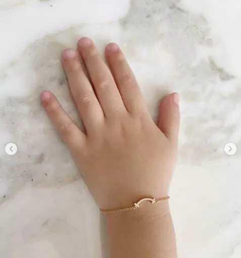 林心如晒亲子合影!一条手链2万块,每年都会送女儿珠宝记录成长