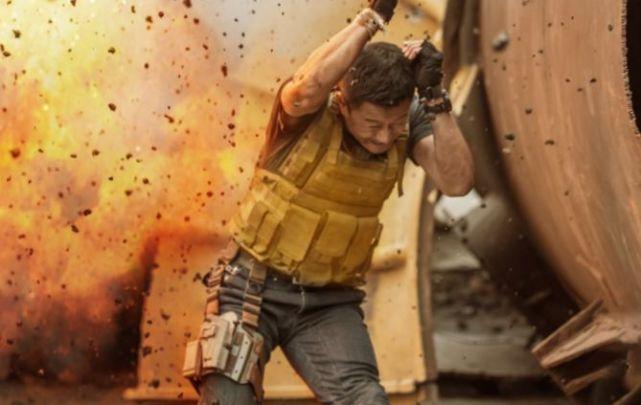 日本娱乐新闻_吴京没军权,为何《战狼2》中挪用了坦克?军方回覆让人佩服