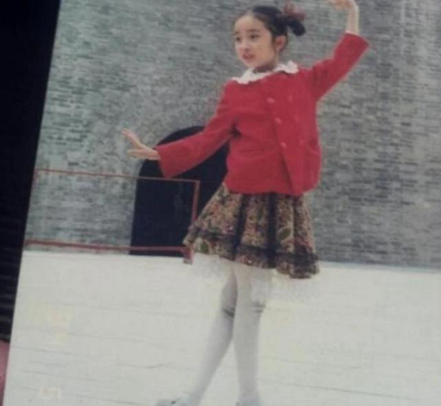 明星们的老照片:成名前的张杰,年轻时的谢霆锋,整容前的杨颖