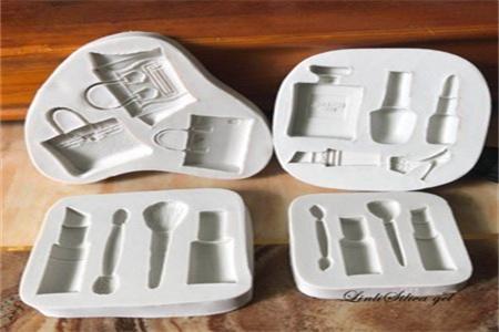 烤箱中能放矽膠模具嗎怎麼放置?