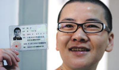 """15年前,中国首位""""变性""""成男人的宁夏女孩,现在如何了?"""