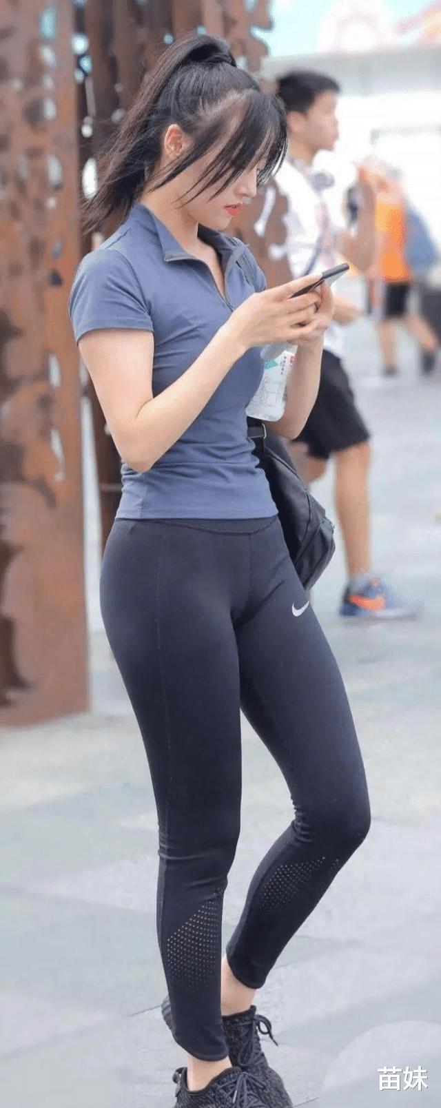 潇洒时尚的瑜伽裤小姐姐,展示曲线身材,穿出女神范!