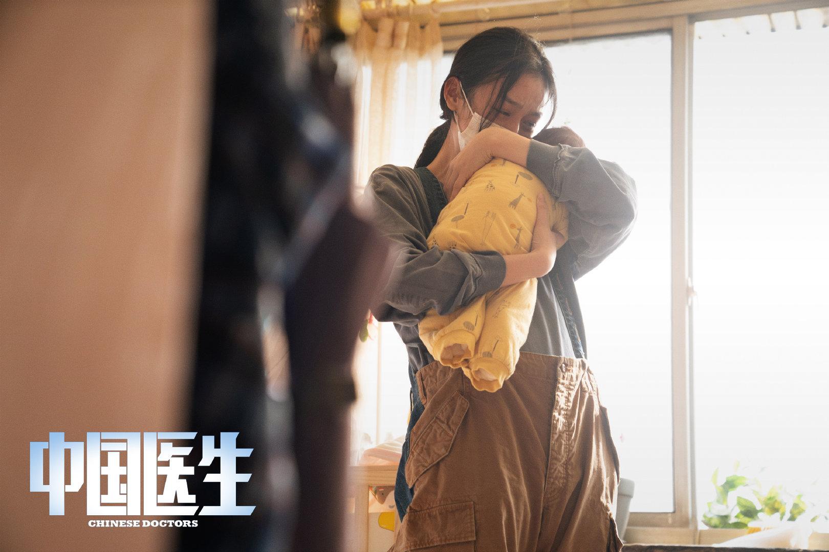 头条娱乐新闻_离上映只剩9小时,预售票房才1494万,暑期档就等吴京来救场了