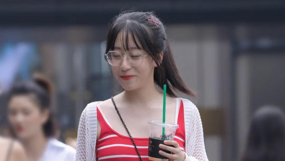 女生夏季这么穿,不仅非常时尚还很吸睛