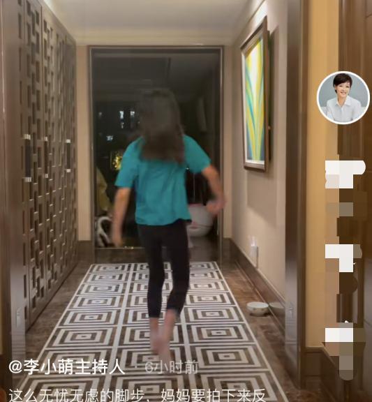 前央视主持李小萌曝近况,陪9岁女儿在家中游玩,衡宇拆修引热议