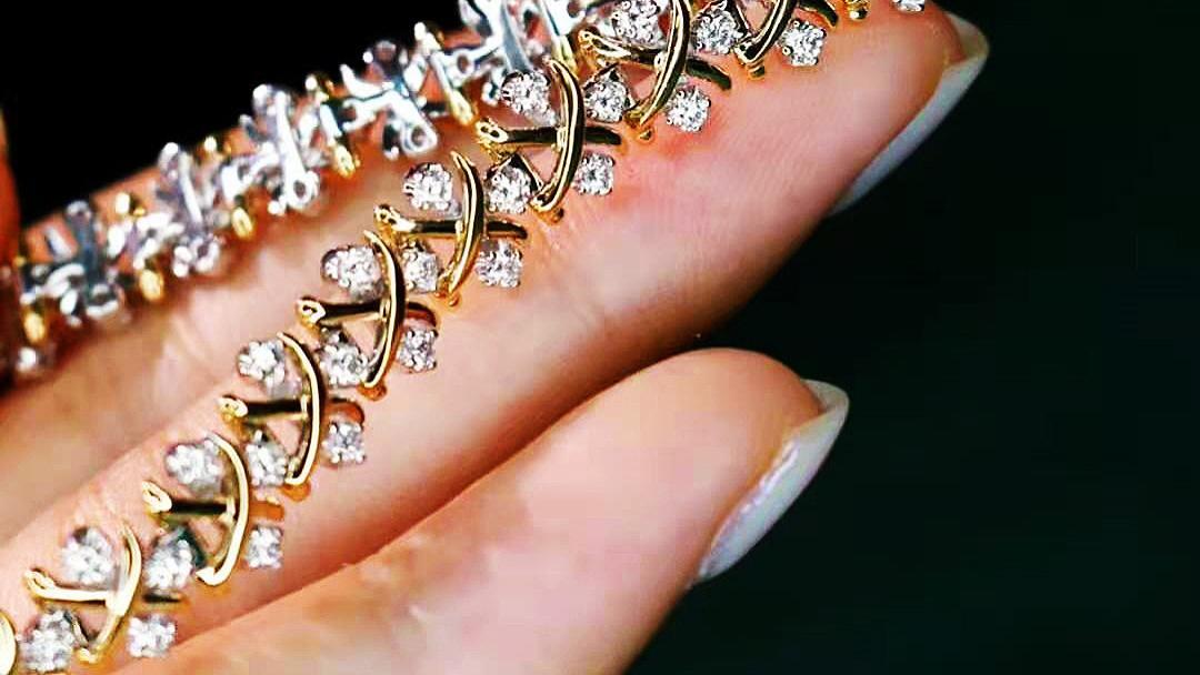 香槟金钻石花手链、时尚百搭,光泽纯净自然举手投足之间演绎优雅