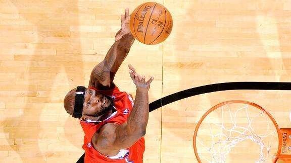 他抢下20个篮板得分为0, 被评为打球最脏的篮板痴汉