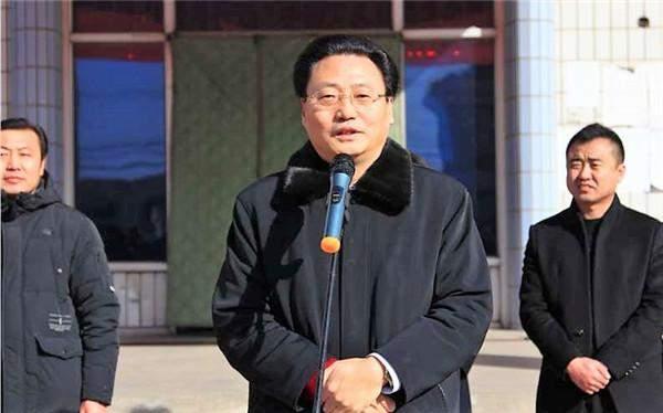 河北唐山文明办携手河北久鼎集团为292户贫困户捐赠爱心物资