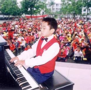 钢琴少年李劲锋