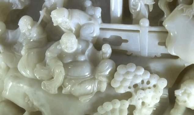 清朝皇家收藏和田玉雕件流落民间, 重出江湖专家居然估价7.5亿!