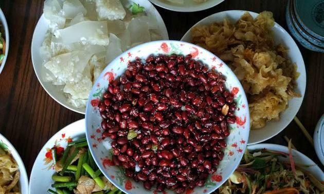 南方女友第一次去东北男友家, 吃了这几种当地菜后连连称赞!