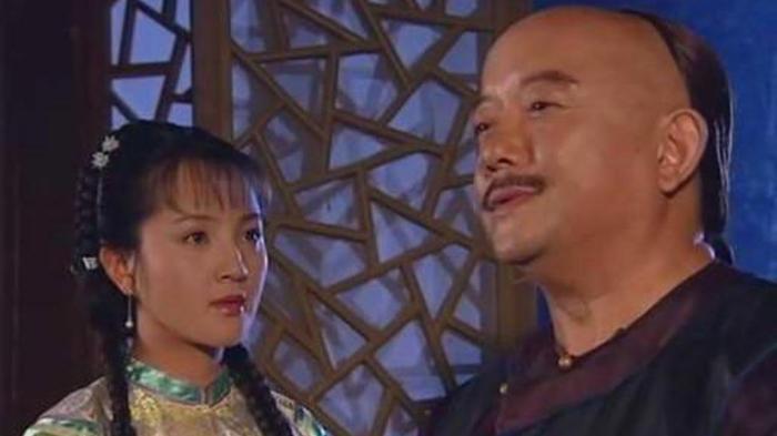 和珅被赐死后, 他两位小妾却做了件事, 揭露了和珅不为人知的另一里