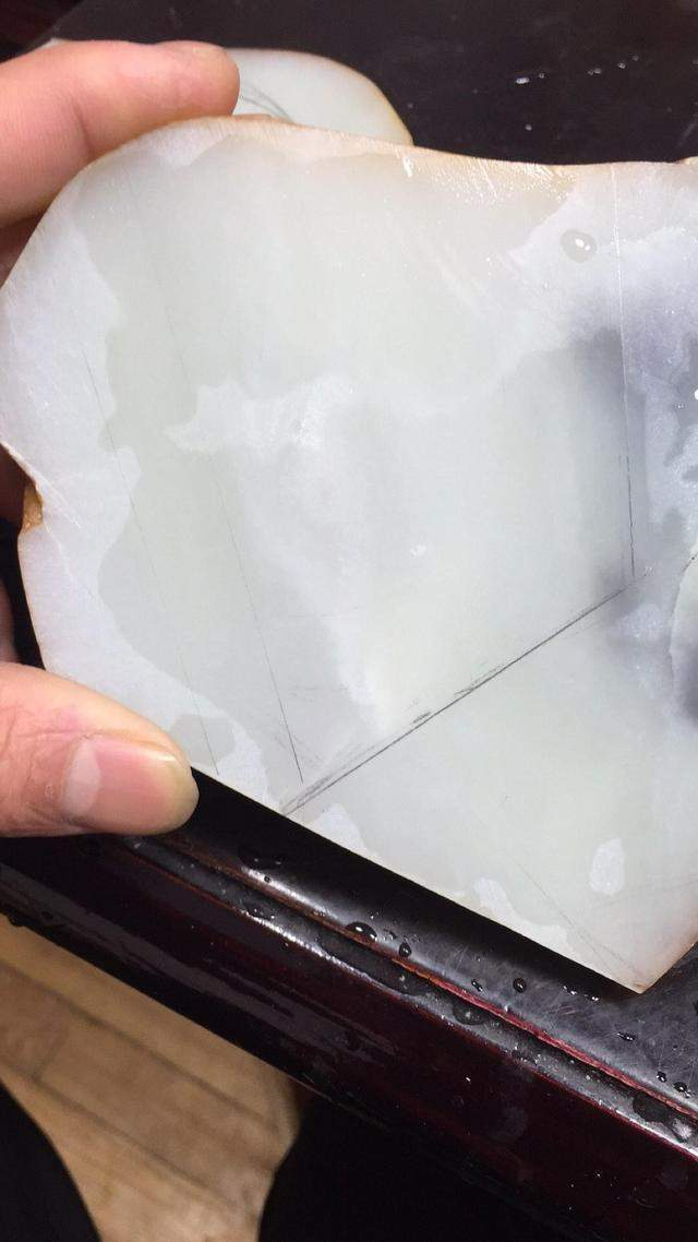 大石头开一个天窗冒充籽料卖10000块