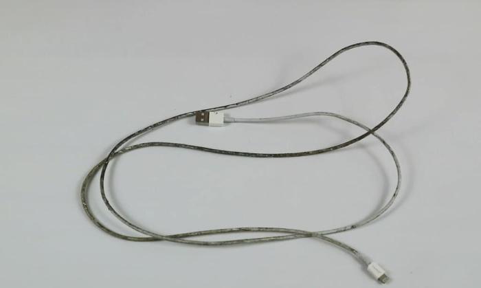 充电线脏了这样清理, 不用一滴水, 线依然可以洁白如新